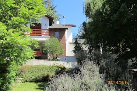 Casa en Sierra de los Padres - Dağ Evi