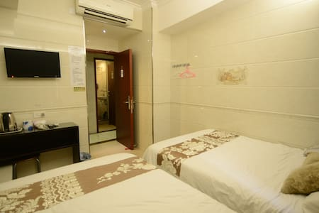 Triple Room with Private Bathroom - Appartement