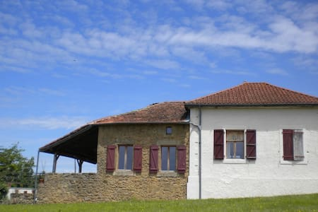 Ancienne Ecole Bed and Breakfast - Cazaux-Villecomtal - Bed & Breakfast