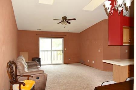 2 Beds, 2 b, condo by Detroit River - Apartamento