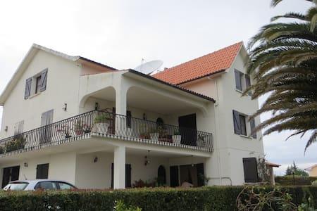 APPARTEMENT INDEPENDANT AU CALME PROCHE DE TOMAR - Tomar - Wohnung