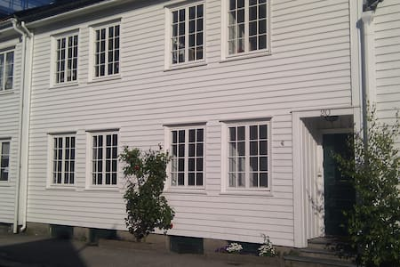 Charming 3 bed apartment + outhouse - Pis