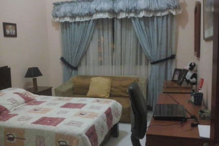 2 rooms in a lovely home! - House