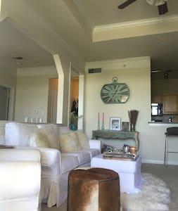 Sunny, large 2 bedroom 2 bath in South Austin - Lakás