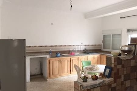 Appartement 250 m2 - Aïn El Turk - Lägenhet