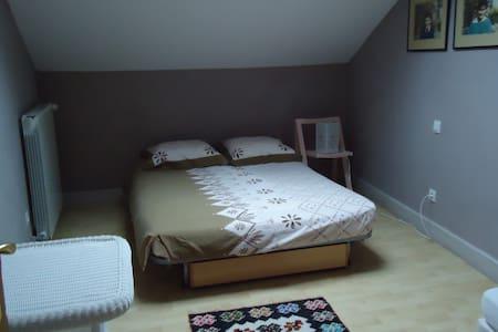 agréable chambre avec lit double. - Pompignan