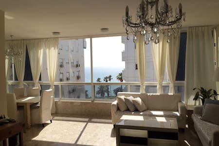 Netanya Center 4 bedroom sea view apartment - Netanya - Apartemen