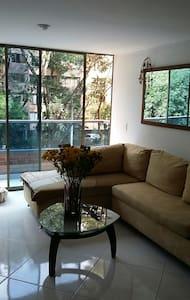Habitación muy cómoda y acogedora.. - Envigado - Apartament