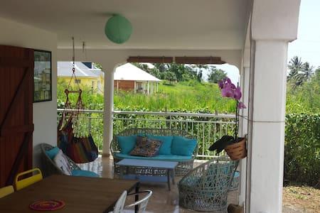 Chambre simple et conviviale - Apartment