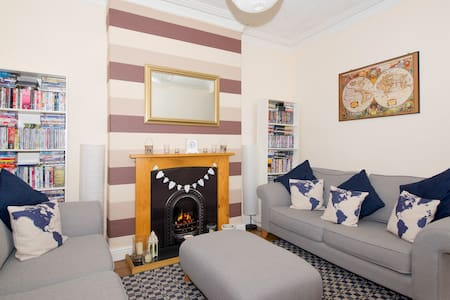 Cosy and private room in Salford. - House