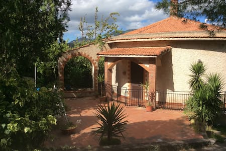 Villa Paola , panoramica e autonoma - Casa