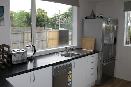 Comfortable Home Close to Airport