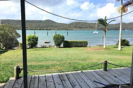 Waterfront 3 bdrm house with views - House