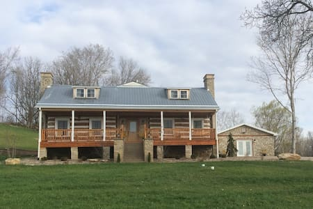 Restored Historic Log Home - Hermann - Bed & Breakfast