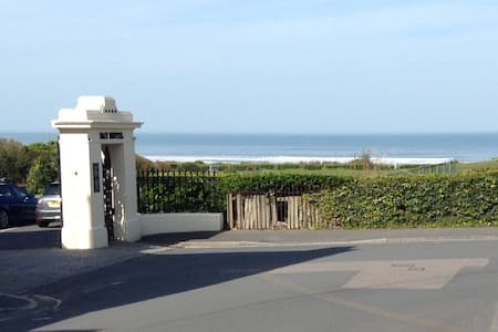 Award winning beach just yards away - Woolacombe - Apartament