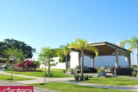 Casa nueva y moderna, bien ubicada - Colima - Earth House