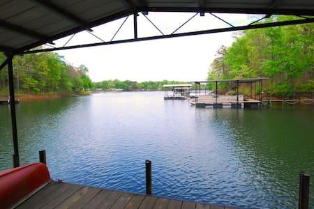 Family Home Lake Hartwell - House