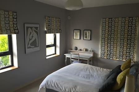 Large room in modern home - Gurteen - Rumah