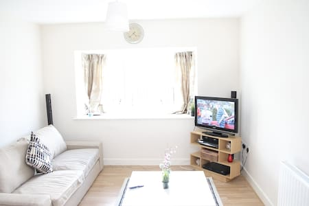 Beautiful Brand New House | Close to transport - Londen