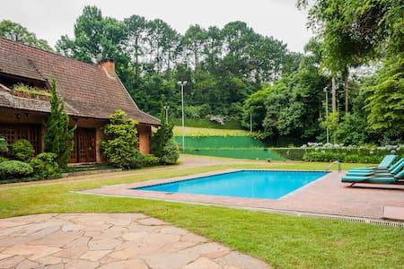 Beautiful House in Granja Viana - Dom