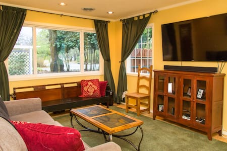 Quiet, comfortable room near lake - Lakeport - House