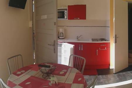 Jolie studio meublé face aux thermes - Studio N°5 - Wohnung