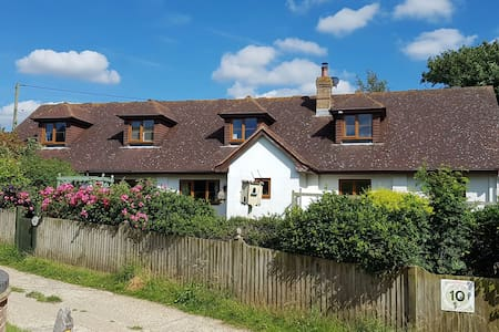 Cosy South Downs nr Newhaven Ferry/Lewes/Brighton - East Sussex - House