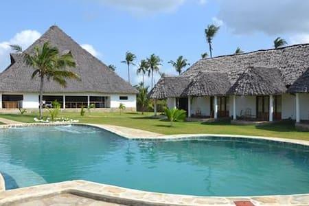 Diani Bay Resort - Bed & Breakfast