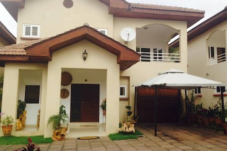 NEW Luxury 1 Bedroom Apartment steps from Airport - Casa