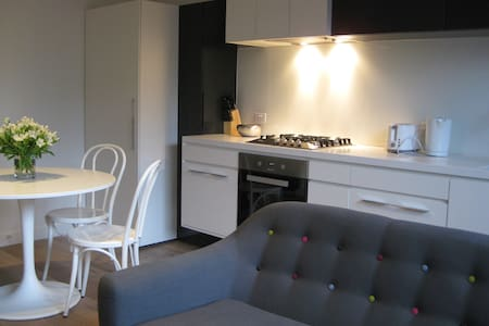 Stylish South Yarra Apt with free Wifi and parking - Apartment