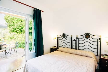 Deluxe double room with sea view and private patio - Parghelia