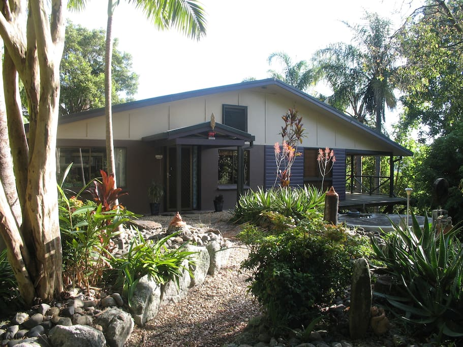 Welcome to 'Cockatoos Calling' where we wish you a memorable and relaxing stay.....