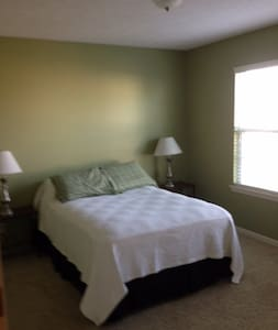 Clean and Quiet Home!! - Bennington - House