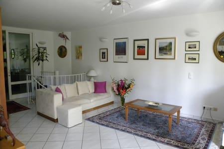 Helle geräumige Wohnung mit Garten - Wohnung