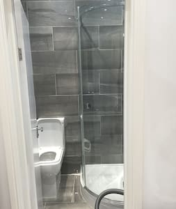 Ensuite single modern room in twickenham - Casa
