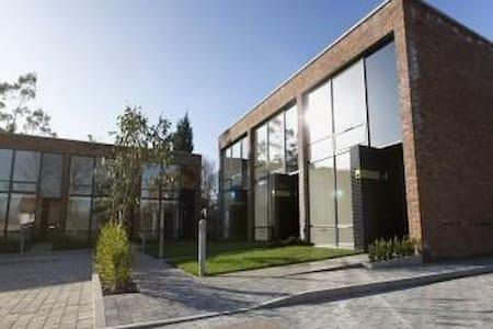Modern flat with a double bedroom in Rochdale - Rochdale