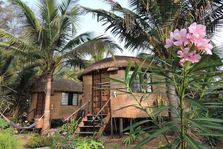 Eco-friendly chill-out round huts - Canacona