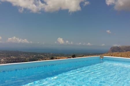 Wohnung 130 qm. mit Terrasse, Pool und Meerblick - Wohnung