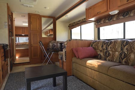 Stationary RV Abode, Near Gillette, Xfinity - Autocaravana