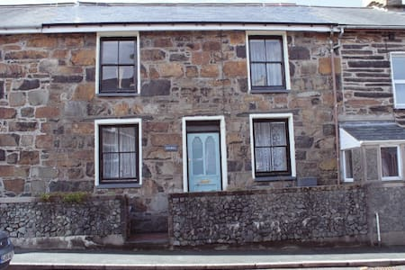 Stone character terraced cottage - House
