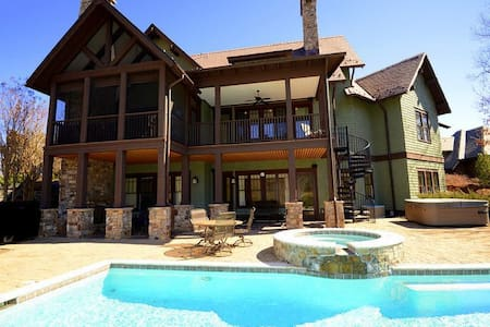 Mountain Escape at Bright's Creek -Enjoy fantastic Views while relaxing poolside - Hus