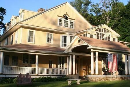 Historic Mountain View Inn & Retreat Center - Norfolk - Bed & Breakfast