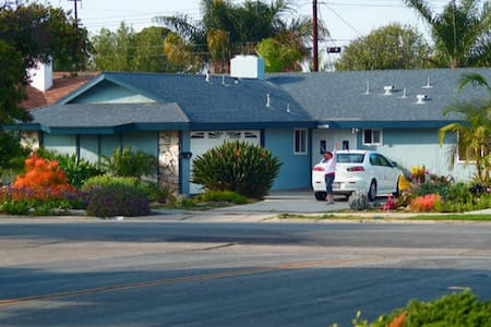 Surf City Sea Breeze Clare-Coffee-Room for 1 to 3 - Huntington Beach - Bed & Breakfast