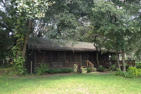 Rustic cracker cabin by the river - Tampa - Blockhütte