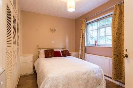 Large room in idyllic country home - Welwyn