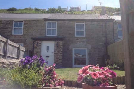 Newly renovated cottage 2 min walk to family beach - Portreath