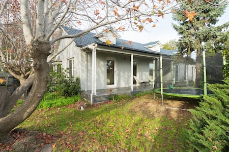 Lovely family home near the beach. - Parkdale - Hus