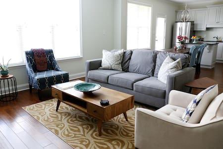 Spacious, clean bedroom in Evans - Evans