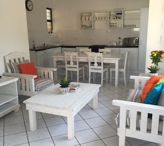 2-Bedroom cottage, 500m from beach - Appartement