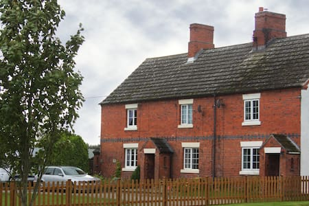 Luxury 3 Bedroom Cottage - Baschurch, Shropshire - Baschurch - Casa